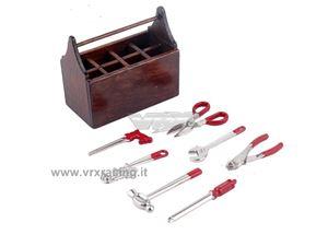 Immagine di Mini cassetta in legno con attrezzi in metallo con accessori per modelli Rock Crawler VRX